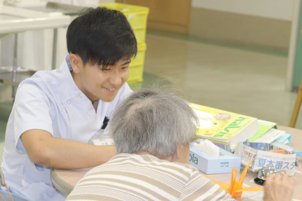 リハビリテーション病院で働きながら学ぶ 介護職