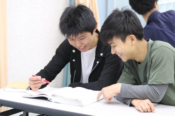 医学アカデミー 夜間学生 リハビリテーション病院 働きながら学ぶ (1)